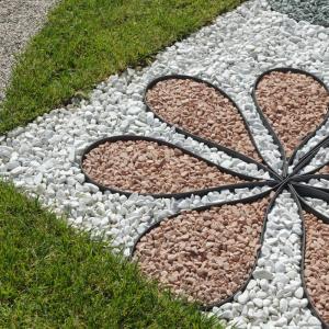 con bordura il resina ultraresistente puoi dare qaulsiasi forma al tuo giardino